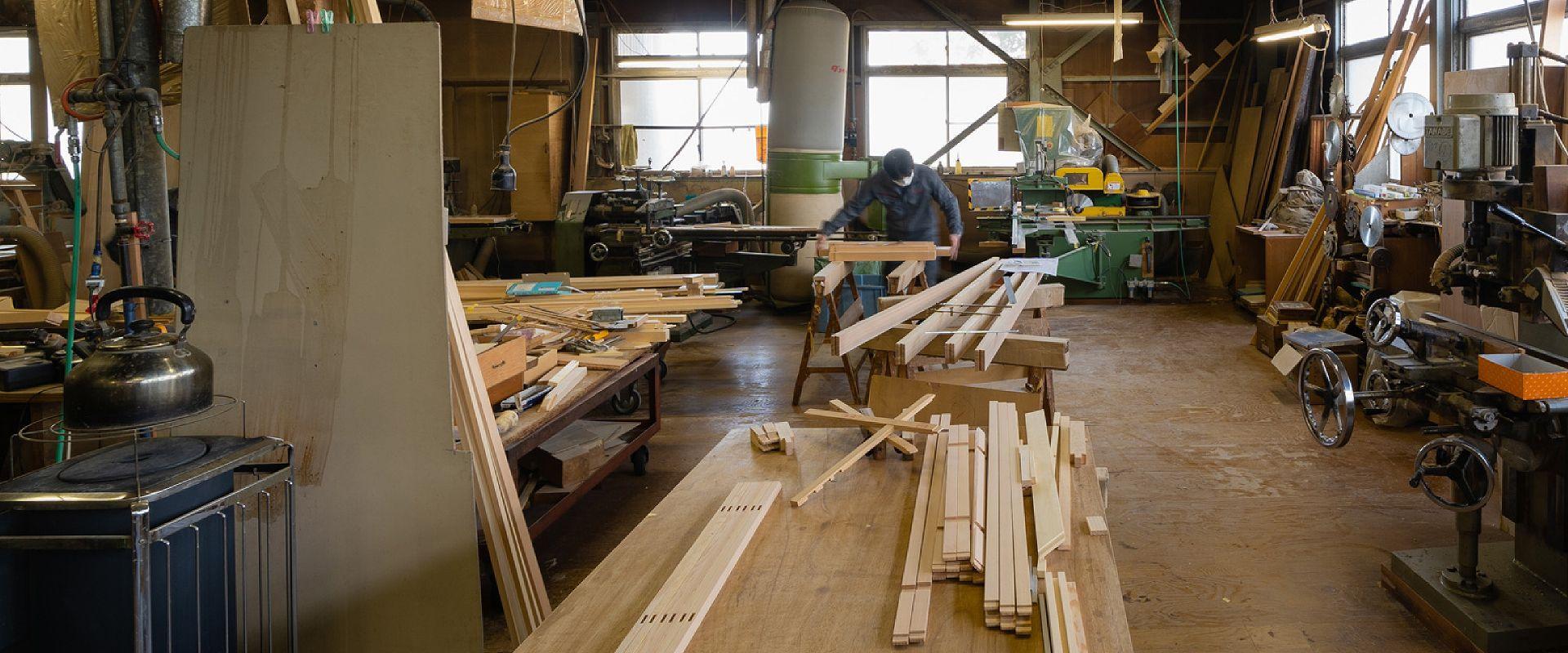 田辺木工所の作業風景